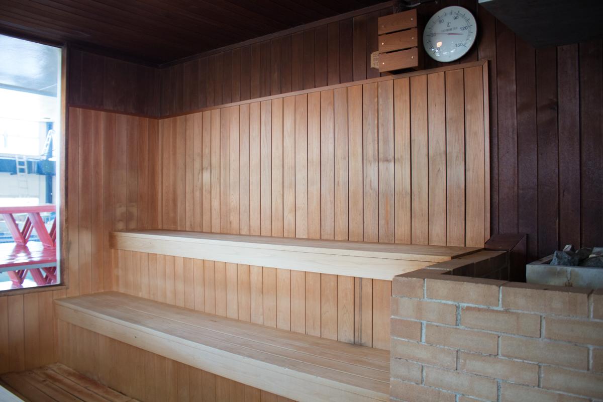 プールサイド採暖室